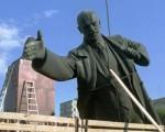 На Украине снесли последний памятникЛенину