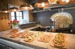 Работники ресторанной сети «Пиццерия» вышли напикет
