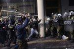 В Афинах произошло столкновение протестующих фермеров сполицией