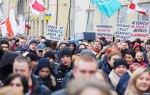 В Санкт-Петербурге была задержана активистка с плататом «Лукашенко,отпусти!»