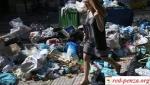 Бастующие в Греции муниципальные работники не дают вывозить мусор изгородов