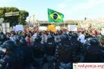 Против бастующих бразильцев применили слезоточивый газ и резиновыепули